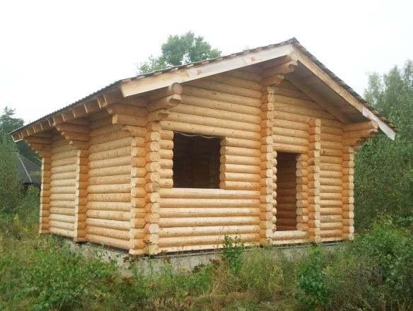 Пример сруба дома 7х7. Вариант с ломаной крышей и ленточным фундаментом.